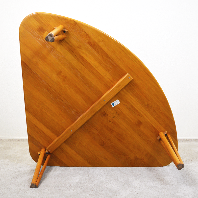 ​Snedkergaarden Rounded Triangle Teak Corner Table las vegas